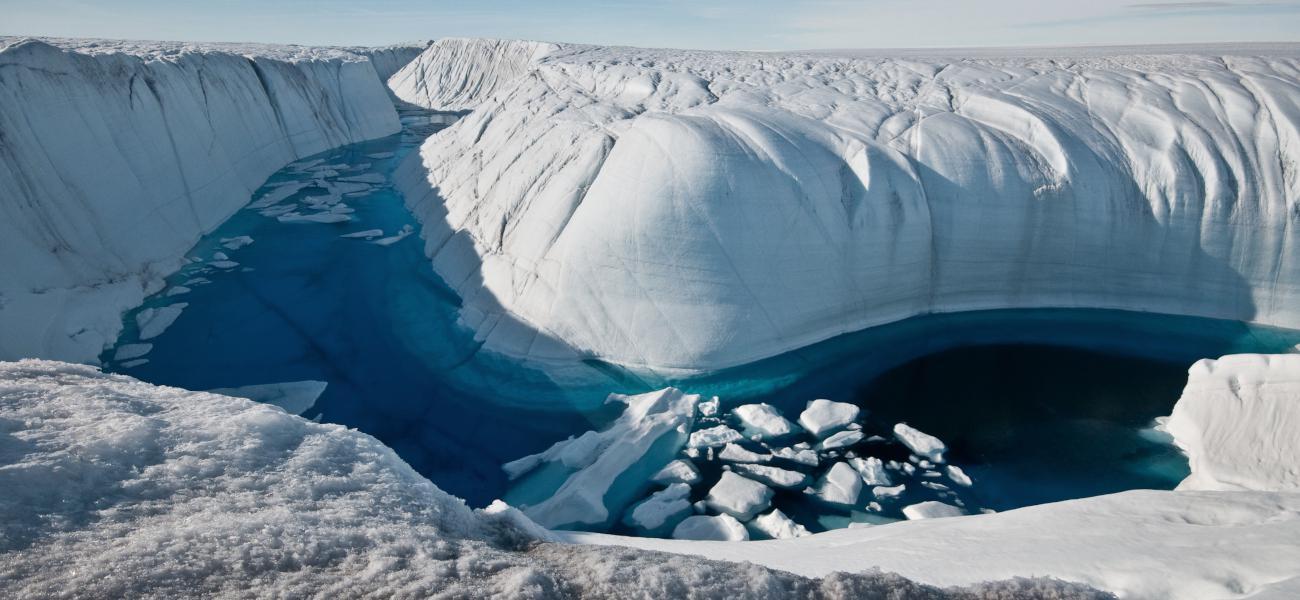 Groenlandia Kayak entre icebergs.